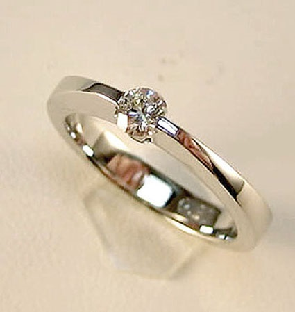 29b677922b86 Comprar online Anillo de compromiso oro blanco 18 K con brillantes ...